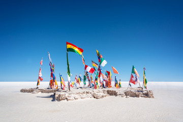 Photo sur Aluminium Amérique du Sud Colorful Flags From All Over the World at Uyuni Salt Flats, Bolivia, South America