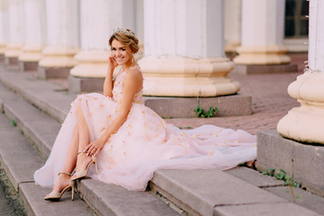 portrait of bride against white columns