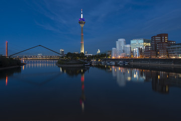 Düsseldorf am Abend