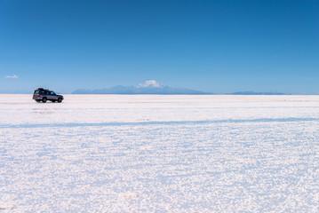 4x4 car in Salar de Uyuni (Uyuni salt flats), Potosi, Bolivia