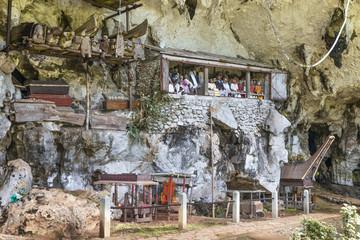 """Sulawesi, Londa;  Die Grabhöhlen, im christlich geprägten Toraja Dorf  """" Londa """"."""