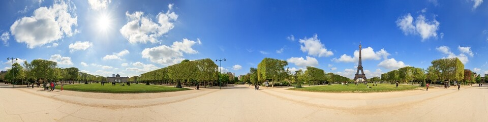Beautiful 360 degree panorama in spring with a blue sky of the Eiffel tower in Paris, France Fototapete