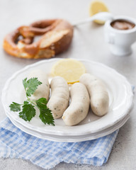 Weißwurst mit süßem Senf und Brezel