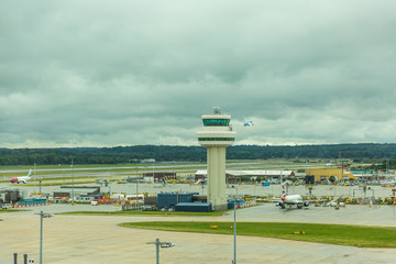 Ingelijste posters Luchthaven GATWICK, WEST SUSSEX, ENGLAND - August 2018: Control tower at Gatwick Airport