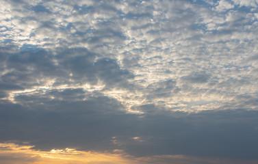 Wolkengebilde am Abend.Standort: Deutschland, Nordrhein-Westfalen
