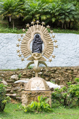 religious statue of the virgin