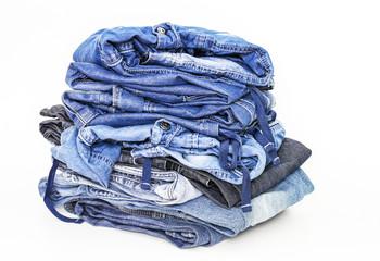 Stapel mit Jeanshosen