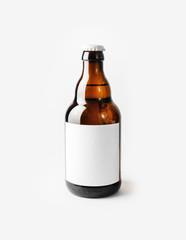 Papiers peints Biere, Cidre Brown beer bottle with blank label. Responsive design mockup.