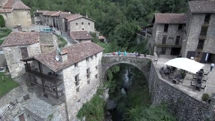 Beget desde el aire. Pueblo historico de Gerona, Cataluña, España