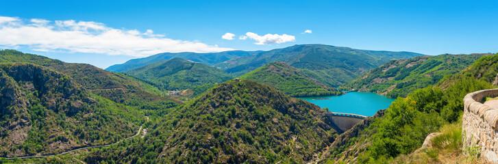 Photo sur Toile Barrage Lac de Villefort vu du Belvédère de la Ranchine,Occitanie.