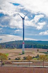 einzelnes Windkraftwerk bei Northeim