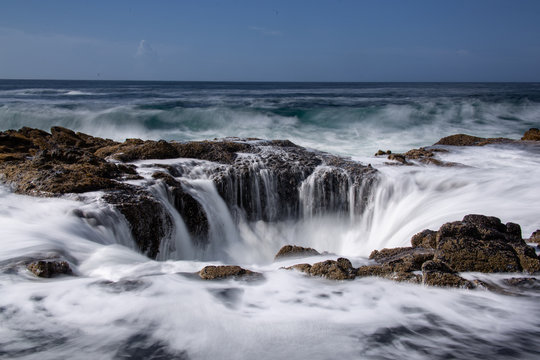 Thor's Well. Natural Drain Hole in the ocean on the Oregon Coast near Yachats.