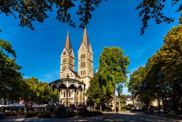 Münsterkirche und Münsterplatz in Roermond
