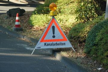 Kanalarbeiten Verkehrtsschild Hinweis