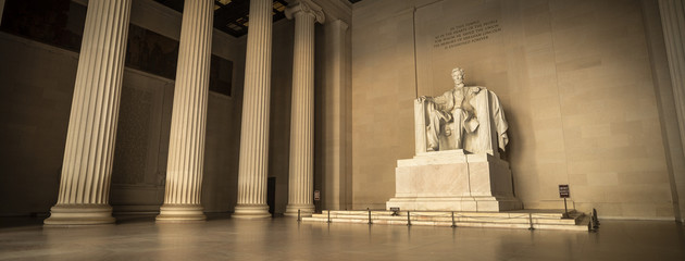 Statue of Abraham Lincoln Memorial on the National Mall in Washington DC USA Fotomurales