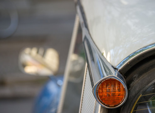 Rear left indicator of a the Citroen DS