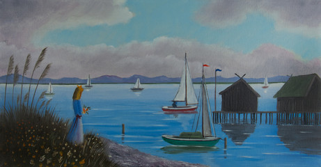 Frau steht am Ufer von einem See mit Seegelbooten
