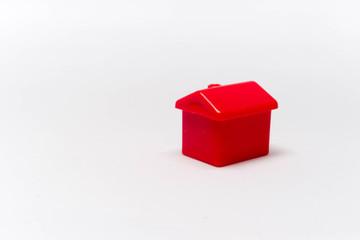Obraz Czerwony dom na białym tle makro - fototapety do salonu