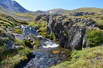Россия, Кавказ, Архыз. Небольшие водопады в истоке реки Габулу-Чат