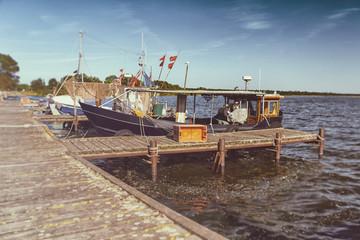 Fischerboote, Fischkutter, Boote, am Steg in Kamminke - Insel Usedom - Retro Look