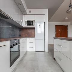 White kitchen with granite worktop