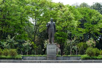 ベトナム レーニン像