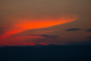 uzak dağlar ve gün batımı
