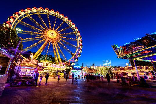 Riesenrad Rummelplatz bei Nacht