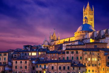 Foto auf Leinwand Violett Panoramic view of the night Siena, Tuscany, Italy