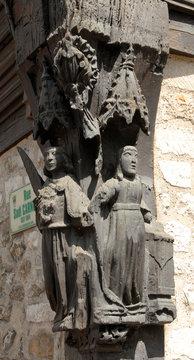 Ville de Vernon, sculpture en bois sur un des piliers du musée, département de l'Eure, Normandie, France
