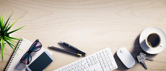 Heller Holz-Schreibtisch mit Leerfläche Querformat