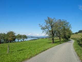 Randonnée autour du lac de Sempach (Sempachersee) dans le canton de Lucerne en Suisse en suivant le sentier de Rome (Römerweg)