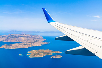 Fototapeten Luftaufnahme Aerial view of sea and greek islands with airplane wing