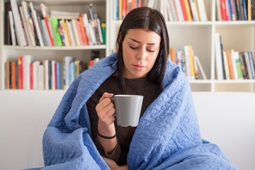 Sore throat pain and hot drink therapy