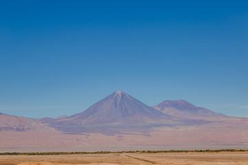 Licancabur volcan paysage atacama Chili désertique spectaculaire