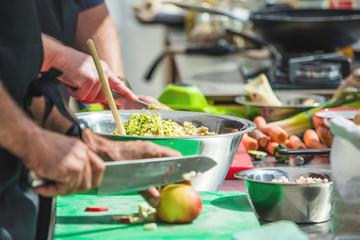 Chefkoch,Leckeres essen zubereiten und kosten