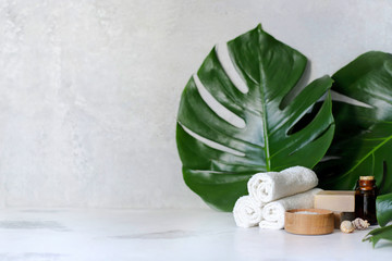 Foto op Plexiglas Spa Spa and massage treatments on white, marble background monstera leaves.