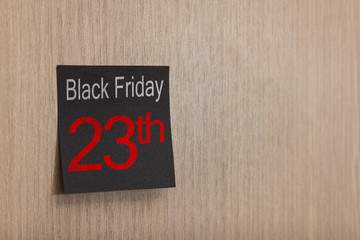 Advert message of Black friday on post it: reminder on wall.