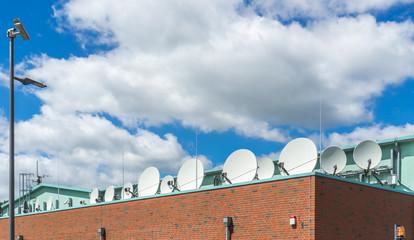 Fernsehprogramm empfang mit Satellitenschüssel