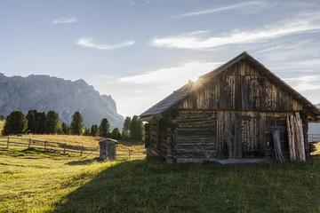 Hütte unterhalb der Geisler Spitzen