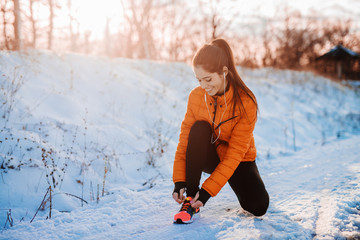 Poster Glisse hiver Beautiful young woman preparing for training. Snowy mountain morning fitness.