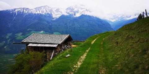 Alpenhütte am Wegesrand