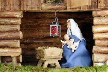 Weihnachtskrippe - Heilige Maria in Stoff gekleidet