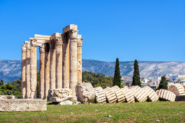Fototapete - Temple of Olympian Zeus in Athens, Greece