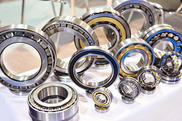 Bearings of different sizes in exhibition