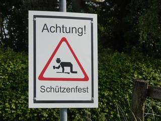 Schild Verkehrsschild Verbotsschild StVO Schützenfest Achtung