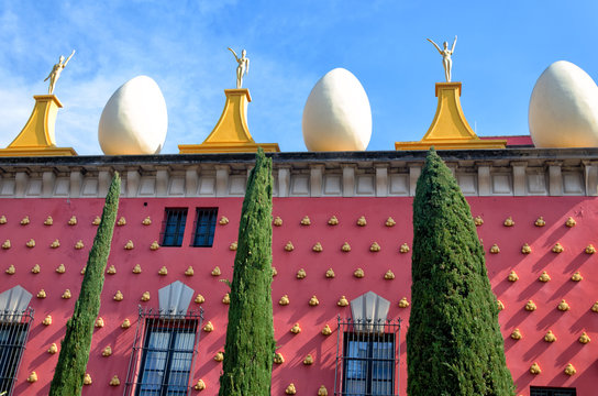 Facade of Dali Museum