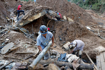 Rescuers continue their search for missing miners in a landslide caused by Typhoon Mangkhut at a small-scale mining camp in Itogon