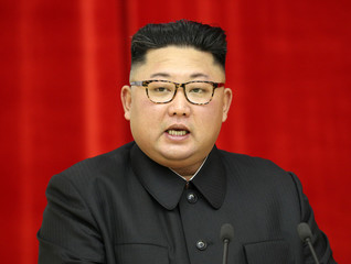 North Korean leader Kim Jong Un speaks during a banquet in Pyongyang