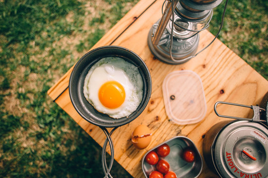 キャンプの朝食 朝ごはん 目玉焼き